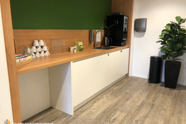 Pantry wit kantoor hout